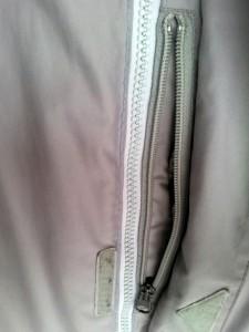 Tasche neben Hauptreißverschluss